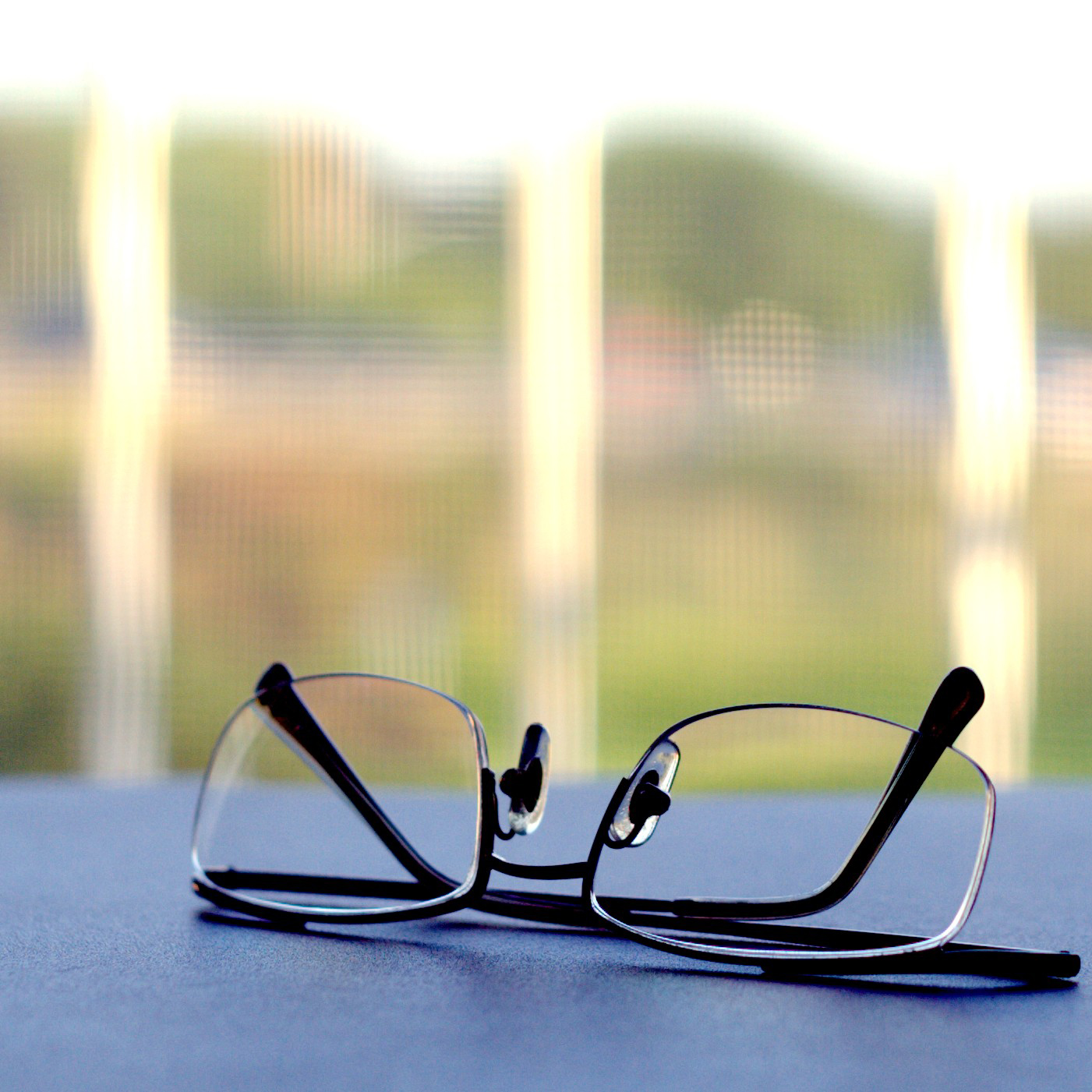rimless glasses featured